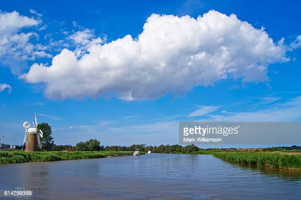 river yare on the norfolk broads. - east anglia stock pictures, royalty-free photos & images