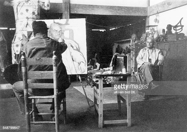 Rivera Diego 18861957 visual artist painter Mexico in his studio painting a portrait a the german commuunist exile politician Otto Ruehle about 1910