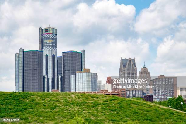 riverfront detroit - detroit skyline stock pictures, royalty-free photos & images