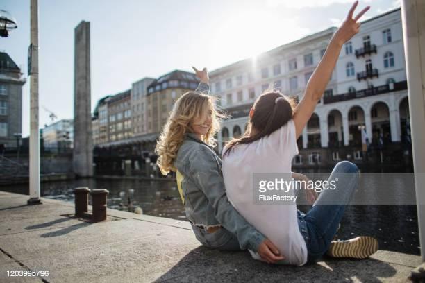 リバーサイドの楽しみ - ハンブルク ストックフォトと画像