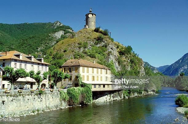 riverside village of tarascon, france - アリエージュ ストックフォトと画像