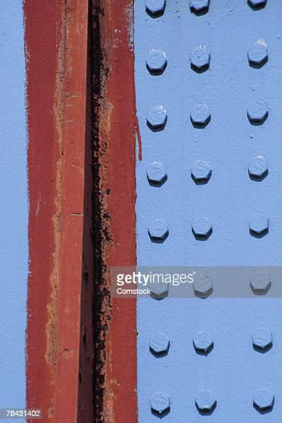rivets in painted steel beam - viga i - fotografias e filmes do acervo
