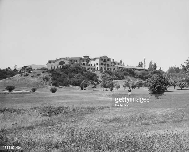 Riviera Country Club, a private club and golf course in the Riviera neighbourhood of Pacific Palisades, Los Angeles, California, circa 1945. The club...