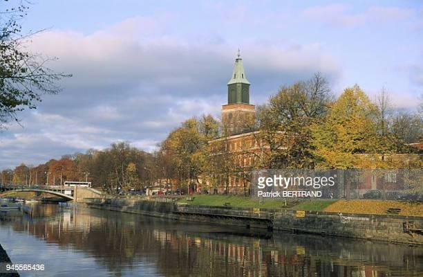 Riviere Aura et Cathedrale de Turku, Scandinavie, Finlande.