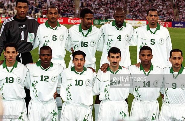 CUP 2002 Riyadh SAUDI ARABIEN KUWAIT 11 hintere Reihe vlnr TORWART Mohammed AL DEAYA Ibrahim AL HARBI Khamis AL OWARAIN Abdullah ZUBROMAWI Ahmed...