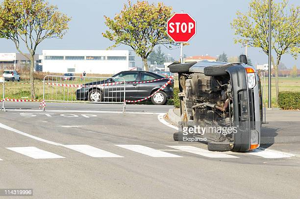 incidente stradale - strisce pedonali foto e immagini stock