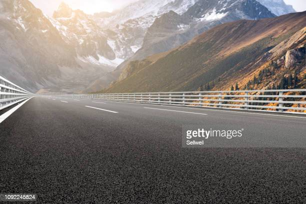 road against mountain - tar stock pictures, royalty-free photos & images