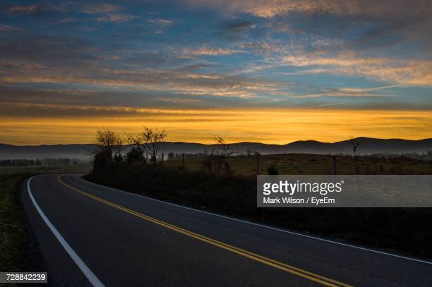 road against sky during sunset - roswell stock pictures, royalty-free photos & images