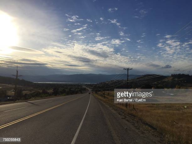 road against sky - kelowna stock pictures, royalty-free photos & images