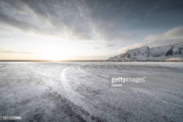 road against snowcapped mountain - schnee stock-fotos und bilder