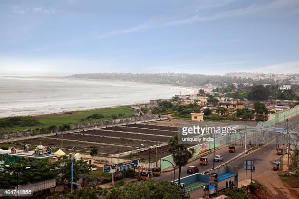 road along the beach, visakhapatnam, andhra pradesh, india - ヴィシャカパトナム ストックフォトと画像