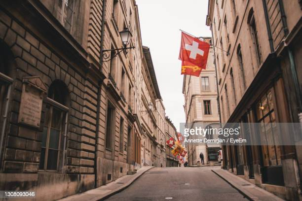 road amidst buildings in city - geneva switzerland stock pictures, royalty-free photos & images