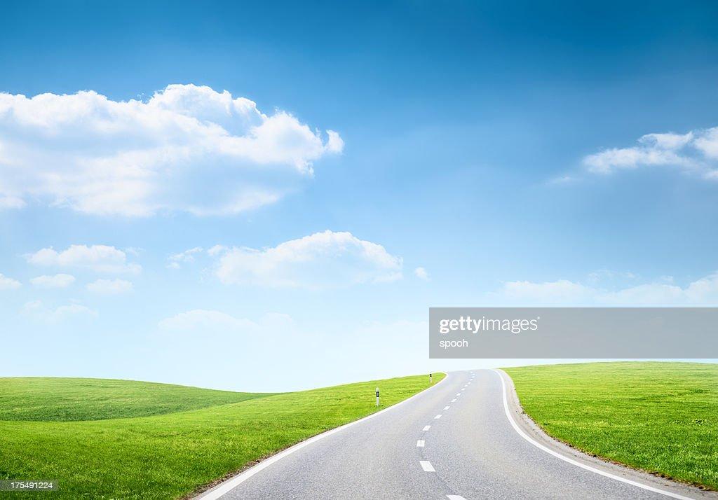 坂の多い道路のフィールド : ストックフォト
