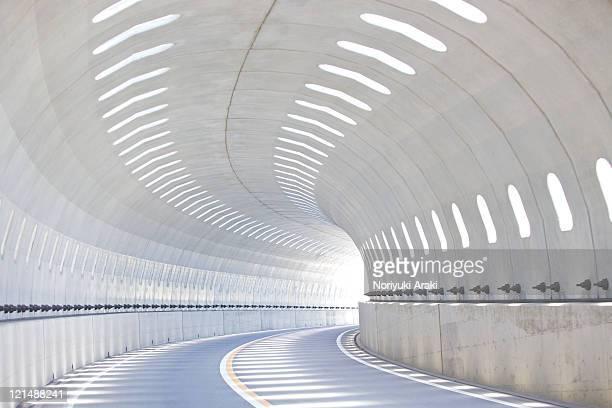 road and tunnel - túnel estrutura feita pelo homem - fotografias e filmes do acervo