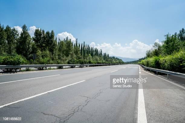 road background - leitplanke stock-fotos und bilder
