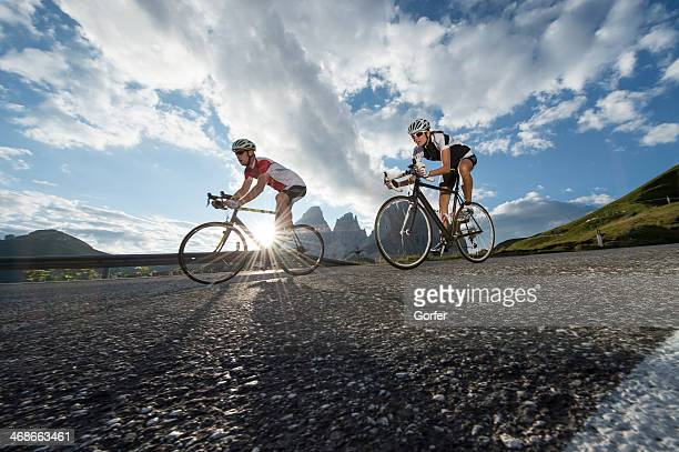 road biking without words - wielrennen stockfoto's en -beelden