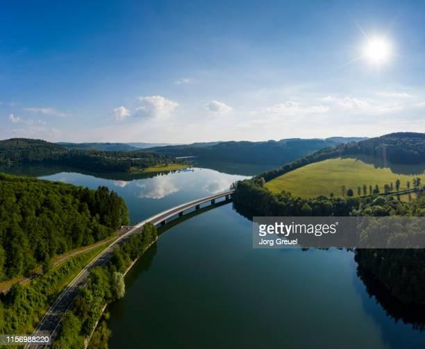 road bridge across reservoir - stausee stock-fotos und bilder