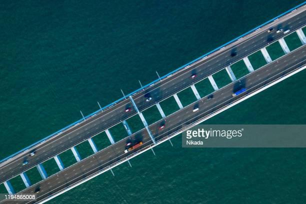 pont routier vu d'en haut, hongkong, chine - rivage photos et images de collection