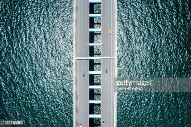 puente de carretera visto desde arriba, hong kong, china - paisajes de hongkong fotografías e imágenes de stock