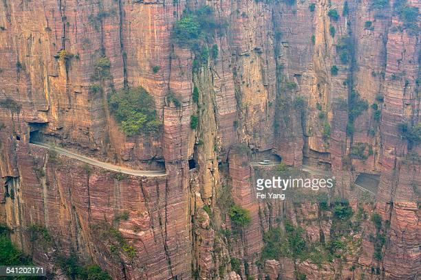 road built on cliff - 太行山脈 ストックフォトと画像