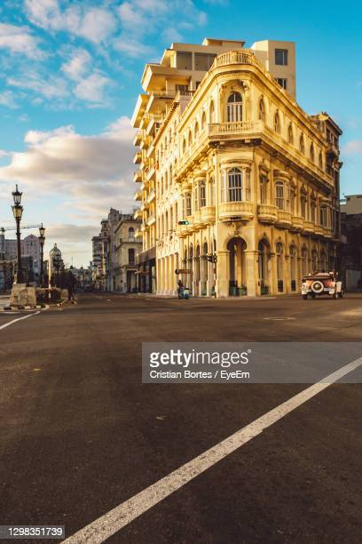 road by building against sky in city - bortes stock pictures, royalty-free photos & images