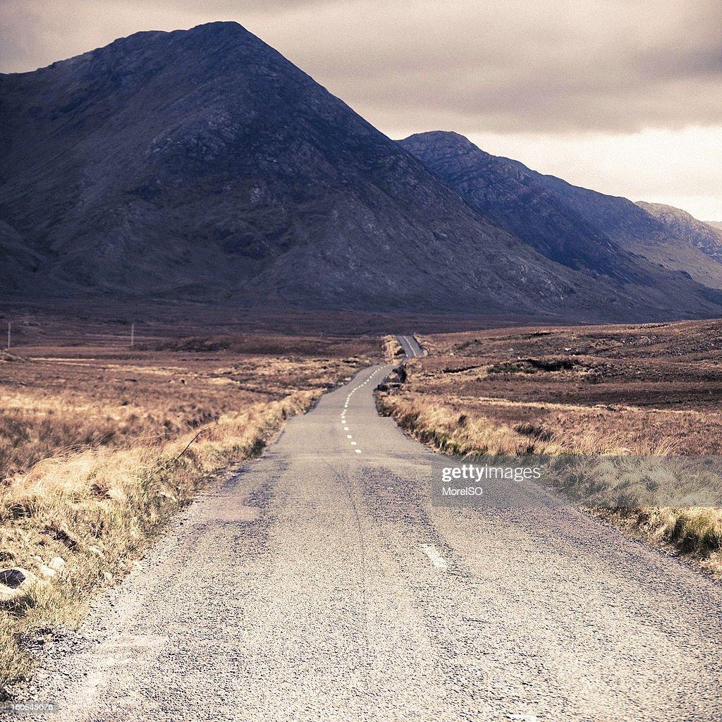 Road をフォギー山脈 : ストックフォト