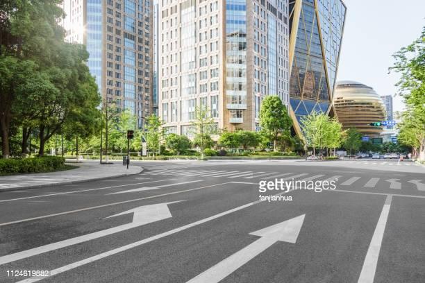 road junction - carrefour photos et images de collection