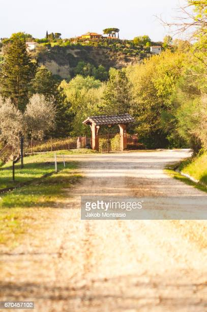 a road leading to a agritourism - jakob montrasio stock pictures, royalty-free photos & images