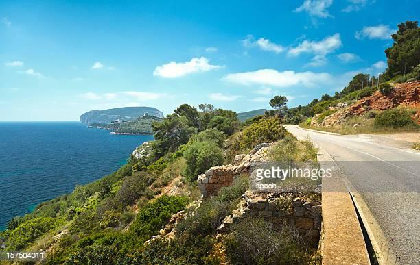 calle que conduce a capo caccia en sardinia, italia. - cerdeña fotografías e imágenes de stock