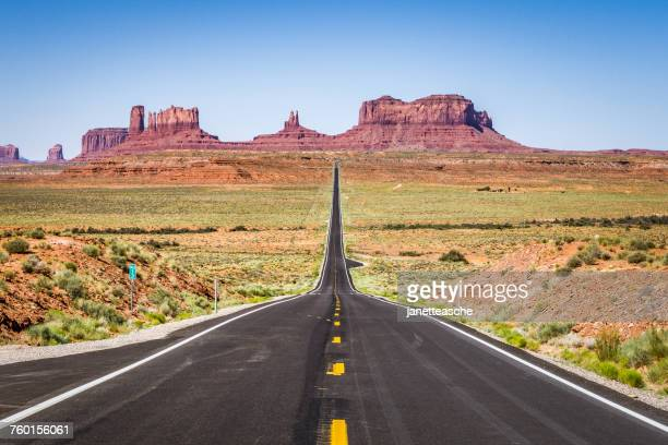 road leading to monument valley, utah, america, usa - country geographic area stock pictures, royalty-free photos & images