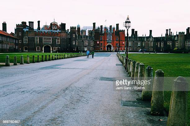 road leading towards hampton court palace against clear sky - hampton court stock pictures, royalty-free photos & images