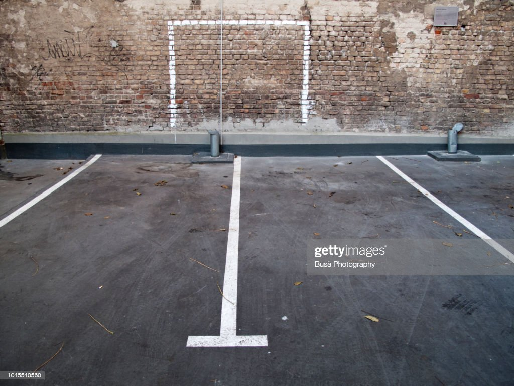 Road marking in an empty parking lot in Berlin, Germany : ストックフォト