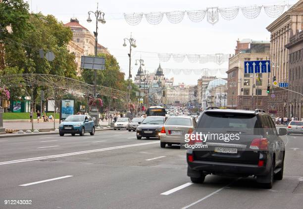 weg in de buurt van onafhankelijkheidsplein in kiev - ukrainian angel stockfoto's en -beelden