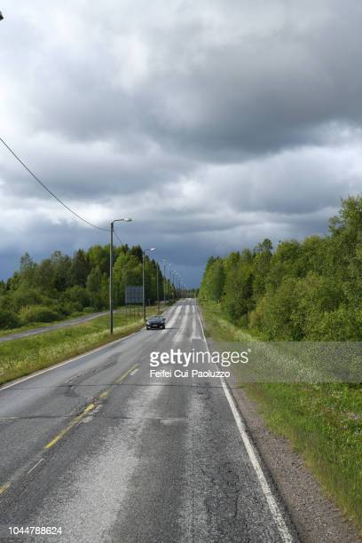 road near oulu, finland - vanishing spray stock pictures, royalty-free photos & images