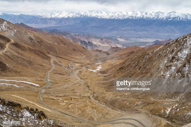 road on the mountain back to leh - tianmen stock pictures, royalty-free photos & images