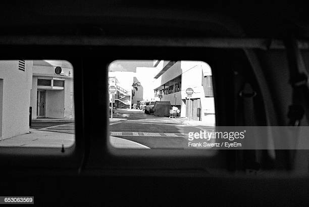 road passing through city - frank swertz stockfoto's en -beelden