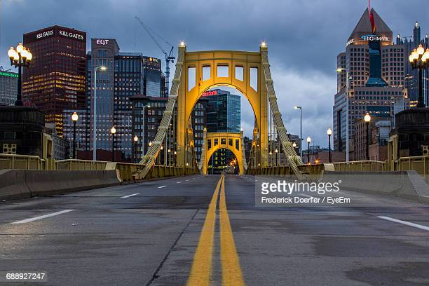 road passing through city - pittsburgh stock pictures, royalty-free photos & images