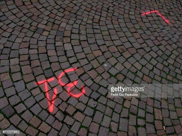 road paved with setts - number 31 stock pictures, royalty-free photos & images