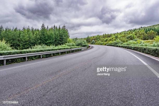 road - autosnelweg stockfoto's en -beelden