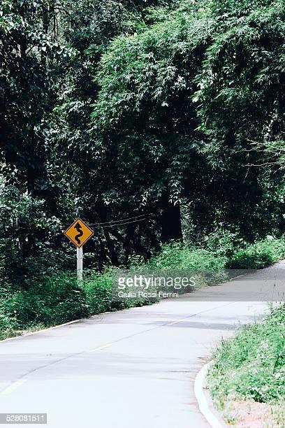 road - thailandia photos et images de collection