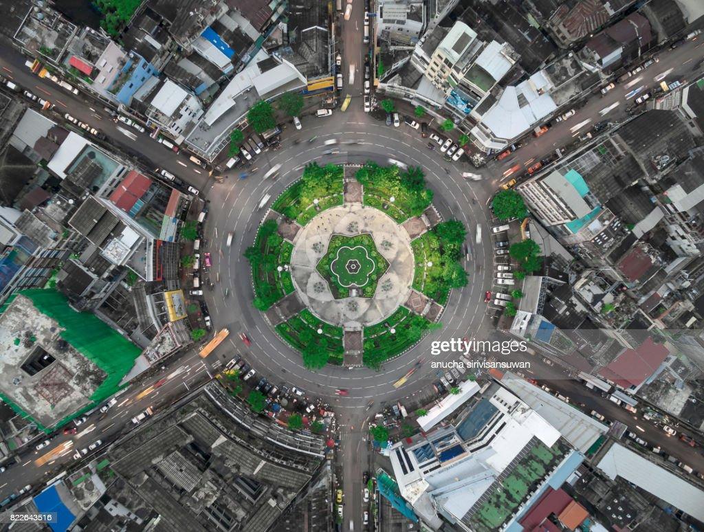 road roundabout large The road has six lines beautiful  , bird Eye View , 22 karakadakhom circle , bangkok , thailand . : Stock Photo