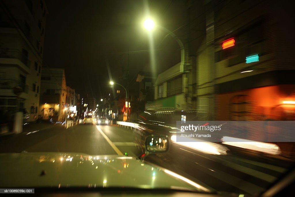 Road seen through windshield : Stockfoto