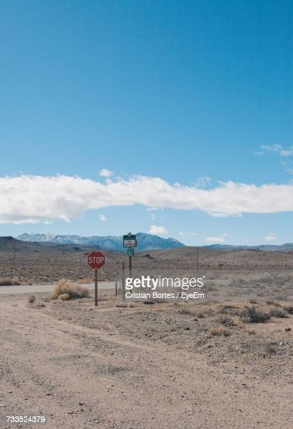 road sign in desert against blue sky - bortes stock pictures, royalty-free photos & images
