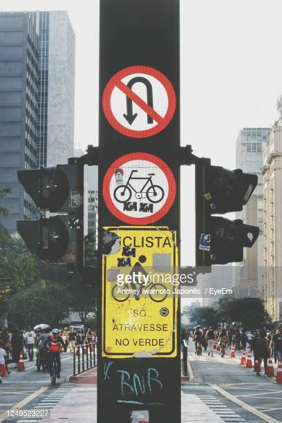 road sign on city street - japonês stock pictures, royalty-free photos & images