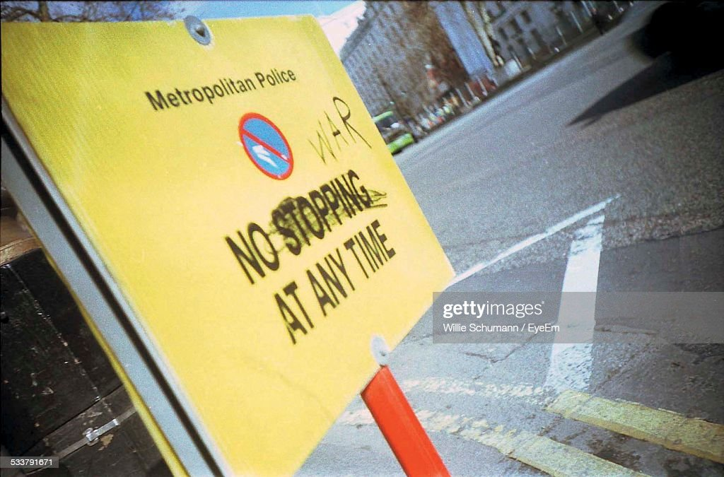 Road Sign On City Street : Foto stock
