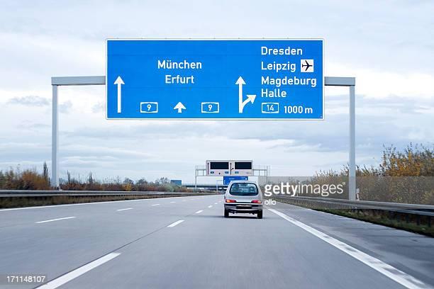 Señal de tráfico en alemán autobahn/autopista
