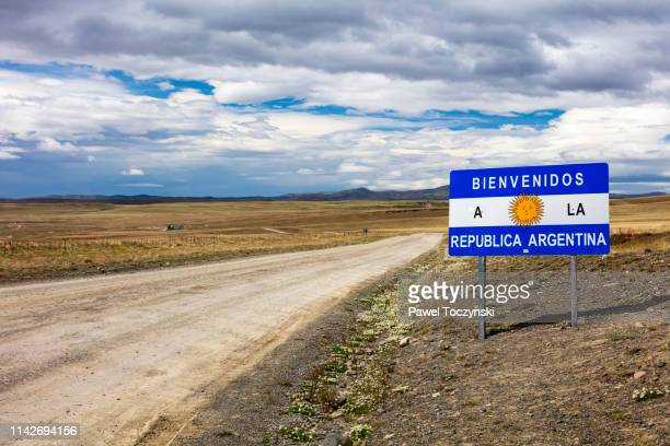 road sign welcoming to argentina, patagonia, 2018 - 国境 ストックフォトと画像