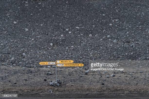 road signs askja myvatn herdubreidarlindir icelandic