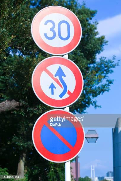 road signs - 道路標識 ストックフォトと画像