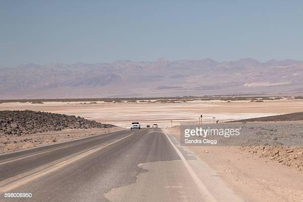 road through death valley - semiarid stock-fotos und bilder